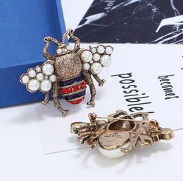bee collar pin 2021 - Retro Fashion Bee Brooch Collar Pins Pearl Crystal Insect Corsage Women Scarf Suit Shirt Dress Accessories Wedding Jewel