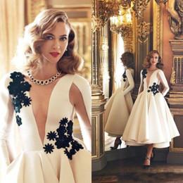 $enCountryForm.capitalKeyWord Australia - Elegant White Long Sleeves Prom Dresses 3D Floral Lace Applique Short Party Cocktail Dresses Tea Length Satin Cheap Formal Evening Gowns