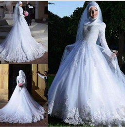 China Popular Muslim Wedding Dresses 2018 With Long Sleeve Lace Applique Sheer Tulle A-line Bridal Wedding Gowns supplier muslim wedding dress collar suppliers