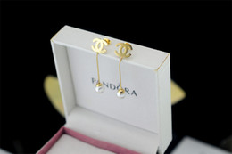 Ball Box plastic online shopping - Factory Sell High Quality Luxury Pearl diamond perfume bottle Earrings Fashion metal Letter earrings With Box