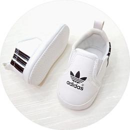 2018 Zapatos deportivos para bebés Suela blanda Cuero de PU Niños recién nacidos Chicas Zapatos para primeros caminantes Zapatos para bebés