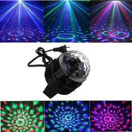 Vente en gros La lumière cristalline de la scène en rotation peut être automotrice par commande vocale pour suivre le rythme de la musique, pivotée par télécommande