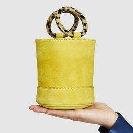 Borsa secchiello in pelle nabuk Disegno del marchio Borsa bonsai Doppia anello in resina con manico Carry Handle Anello Circle Lady Borse a mano Borse in pelle grana
