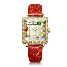 Diseño de cuero de la marca de lujo de las mujeres Relojes de moda rojo  grande grande Diamante de diamante de imitación de diamantes de imitación  cuadrado ... d38f5a0bc8c1