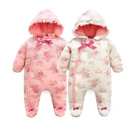 Mameluco de niña de invierno cálido Espesar mono floral Ropa de bebé con  capucha con estilo princesa ropa de niña recién nacida invierno 3f4b5fc3d07