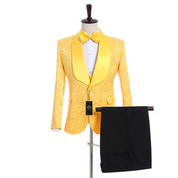 men wedding prom suits groom tuxedos UK - New Arrival Groomsmen Yellow Groom Tuxedos Shawl Satin Lapel Men Suits Side Vent Wedding Prom Best Man ( Jacket+Pants+Vest+Tie ) K932