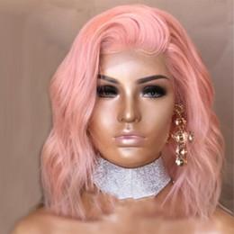 Venta al por mayor de Sexy Cosplay Pastel Baby Pink peluca delantera del cordón sintético para las mujeres de longitud media parte ondulada Bob Cut peluca pelo de fibra de alta temperatura