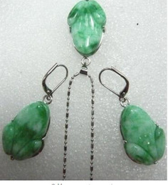 Carved Jade Red Pendants Australia - Free Shipping Lady's beautiful carved light green purple Natural Stone frog beads pendant earring set