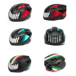 $enCountryForm.capitalKeyWord Australia - Hot Bike Riding Helmet Integrated Molding Safety Hat Road Car Men And Women Equipped Bicycles Cycling Helmets