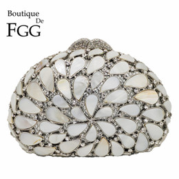 Ladies Evening Handbags Australia - Boutique De FGG Hollow Out Natural Shell Women Evening Bags Hard Case Ladies Metal Crystal Clutches Wedding Handbags Party Bag