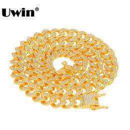 Collana a catena a maglie cubane di Uwin Miami con pendente 13mm Collana con gemme di colore argento e oro in Offerta