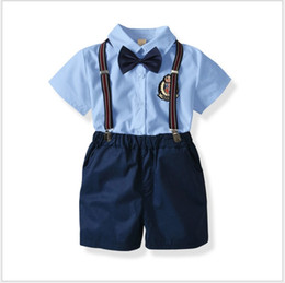 d558a789d 4 Unids Conjuntos Para Niños Caballero Conjunto Camisa + Pantalones Cortos  + Tirantes + Bowtie Niños Ropa de Verano Trajes de Niños Bebés Trajes  80-130 cm ...