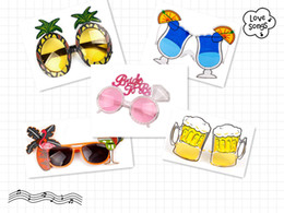 Discount hawaiian party supplies wholesale - Fashion Luau Summer Beach Party Novelty Fruit Pineapple Sunglasses Flamingo Party Decoration Hawaiian Funny Glasses Eyew
