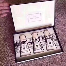 Vente en gros Jo Malone London Crème pour les mains 3 kit de parfum Lime Basil Mandarin / Pivoine Blush Suede / anglais Poire de Champagne 30ML * 3