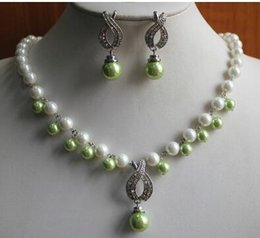 $enCountryForm.capitalKeyWord Australia - Free Shippingpearl jewelry set! Wholesale simple 8mm white and light green shell pearl necklace 14mm earring and pendant jewelry set>>002