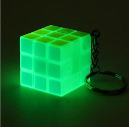 Science gameS puzzleS online shopping - Luminous green3x3x3cm Mini Magic Cube Puzzle Keychain Magic Game magic Square key ring learning education game cube good Gift toys key rings