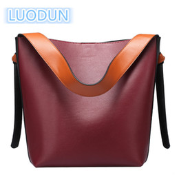 Ivory Handbags Canada - LUODUN2018 fashion avant-garde spring and summer new casual fashion leather handbag bag hit color bucket bag shopping should