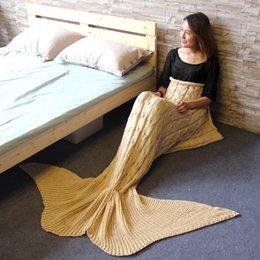 Venta al por mayor de Venta al por mayor 2018 manta de sirena hecha a mano manta tejida de las mujeres del saco de dormir ropa de cama caliente suave acrílico sirena cola manta envío gratis