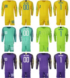 Soccer Football Shorts Man Australia - Man Soccer Jersey Goalkeeper 1 Tim Howard Bill Hamid Zack Steffen Hope Solo STADIUM Green Yellow Football Kits Short Long Sleeve Custom Name