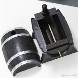 Опт Бочка форма дизайн новинка зубочистка держатели кнопка пресс авто зубочистки контейнер для украшения домашнего стола наборы практичные инструменты 4 8mz ii
