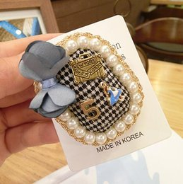 $enCountryForm.capitalKeyWord NZ - Vintage Grid Fabric Number 5 Brooch Pins Pearl Bowknot Brooches Women Girl Suit Coat Accessories Brooch Jewelry