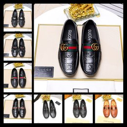 Venta al por mayor de Diseñador vestido para hombre zapatos de cuero marca de lujo para hombre mocasines de cuero genuino mocasines formales hombres Flats Famous Brand 38-45