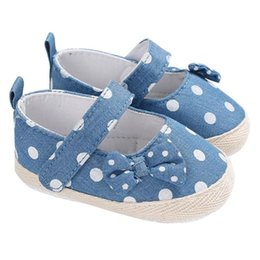 Discount babys shoes - Spring Babys Prewalker Newborn Girls First Walkers Soft Child Shoes Dot Bowknot Infant Prewalkers Sticker Non-Slip Kids