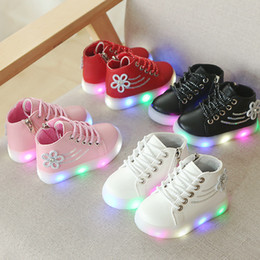 girls red tennis shoes 2019 - Fashion baby girls sneakers LED lighting up infant tennis Patch baby boots high quality shinning casual shoes footwear d
