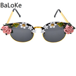 White Pink Mix Rose Flower Australia - Vintage Women WhiteΠnk Rose Flower Baroque Sunglasses High Quality Cat Eye Fashion Trend Big Frame Plastic Sun Gasses