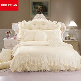Discount pink ruffle bedspread - Light white Jacquard Silk Princess bedding set 4pcs silk Lace Ruffles duvet cover bedspread bed skirt bedclothes king qu