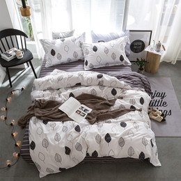 Christmas Red White Bedding NZ - Bedding Sets Fashion Duvet Cover Set with Bed Sheet RU Family Size for Russia,Queen King for USA Bedclothes Gray Christmas Tree