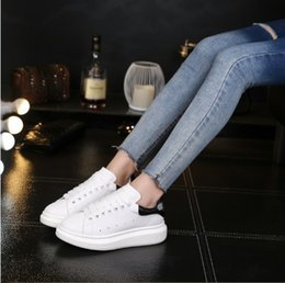 7d73223c6dc16 2018 new white shoes embroider honey bee men s and women s leather sports  leisure couple student shoes