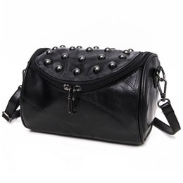 $enCountryForm.capitalKeyWord UK - 2018 Famous design simple retro shoulder handbags travel zipper bags Luxury Genuine leather Vintage casual rivet crossbody bags