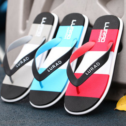 28bc90f3dcd2b3 Men s slippers 2018 summer new personalized fashion color antiskid beach  shoes flip-flops trend