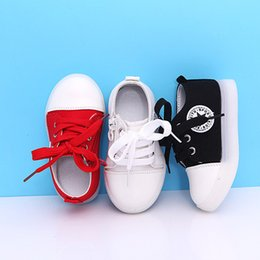 4b4a7491db22 2018 European Love little stars LED colorful lighted children casual shoes  cute canvas kids sneakers glowing girls boys sneakers