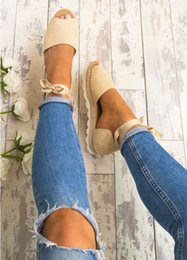 Fashionable Flat Shoes Laces Canada - 2018 new style European and American women's shoes, fashionable leg strap, flat and thick bottomed hemp ventilated sandals.