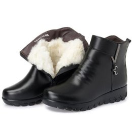 1d8b1cdc268 2018 New Winter Warm comfortable Thick Plush or Wool Boots Snow Boots Women  Shoes Flat Real Leather Shoes Casual Fashion Boots Large Size
