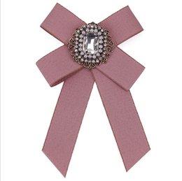 2018 Nuove Donne Di Cristallo Spille Perni Tessuto di Tela Bowknot Cravatta Cravatta Spilla Corpetto Per Le Donne Abbigliamento Dress Accessori Migliore