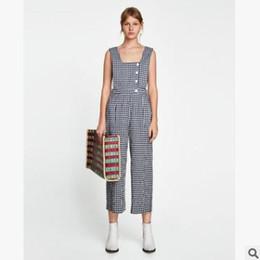 c5a967c8c14 Sommer Frauen Overalls Strampler Hosen schwarz weiß Plaid Latz lose weites  Bein Hose Fashion Seite hohlen Knopf Overalls
