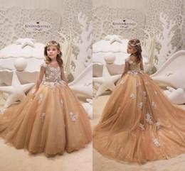 cfa163eba Vestidos de niña de princesa dorada con mangas de cuello de joya Mangas de  flores de encaje Capas de fiesta formal de corsé Vestidos de desfile de  primera ...