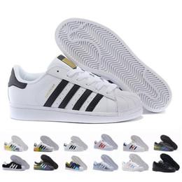 Venta al por mayor de Superstar star Envío gratis  blanco negro rosa azul oro Superstars 80s Orgullo Sneakers Super Star mujeres hombres deporte Casual zapatos UE SZ36-45