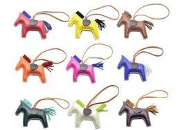 Nouveau 17 couleur classique sac de poney pendentif haut de gamme à la main PU sac à main porte-clés gland denim concurrentiel cheval sac charme accessoires en Solde