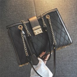 Tote Bags Compartments Canada - Handbag shoulder bag two-color large-capacity rhombic chain wild slung tote bag