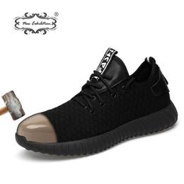 Venta al por mayor de Nueva exposición de hombres Zapatos de seguridad de moda Transpirable volando tejido Punteras de acero anti-aplastamiento Anti-piercing de fibra para hombre Zapatos