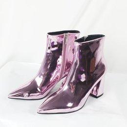Einzigartige Modedesigner High Heels Frauen zeigten Lackleder High Heel Stiefel Party Stiefel 8 Zentimeter High Heel Stiefel