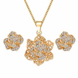 Conjunto de joyas de dama de honor para las mujeres nupcial de la boda  aleación de oro australiano Crystal joyas de diamantes collar pendientes  Conjunto de ... aab4bd3cc16