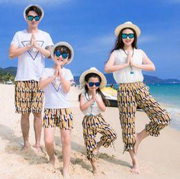 82d14599c Ropa de madre e hija Trajes de gasa a juego de la familia Vestido Niños  niñas Conjuntos de mujeres vestido de playa de las señoras Shorts de  hombres ...