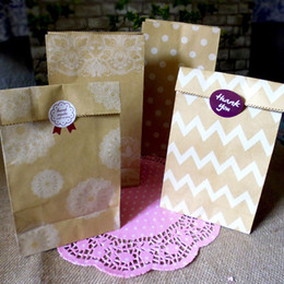 candy paper bags dots 2019 - Fashion Dot Wave Printing Kraft Paper Bags Gift Bag Party Favor Baking Cookies Candy Packaging Pouch QW7448 discount can