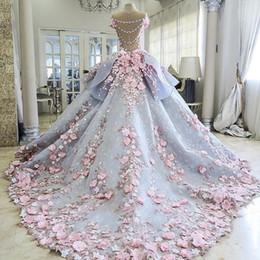 2019 Encantadores vestidos de novia coloridos vestido de bola 3D apliques florales Vintage Bling sin respaldo vestidos de novia largo tren de la corte princesa en venta