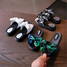 Girls Sandal Canada - Little boy children's shoes 2018 summer children's leisure bow scales flash slippers girls students beach sandals